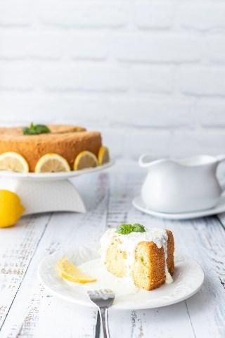 foodiesfeed-stock-photo-lemon-basil-sponge-cake